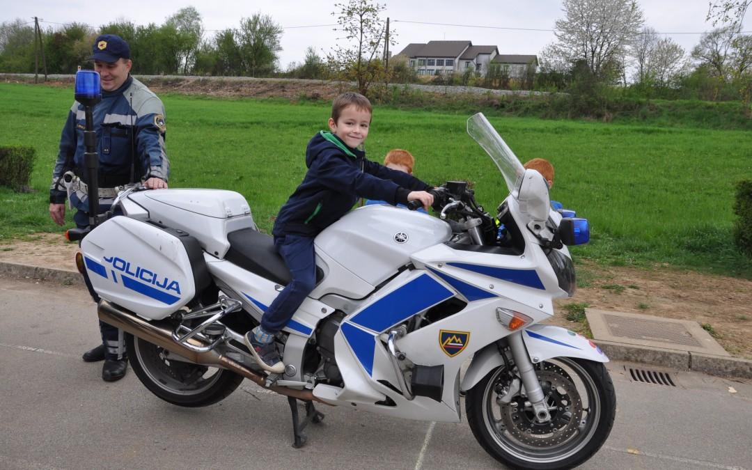 Obiskal nas je policist